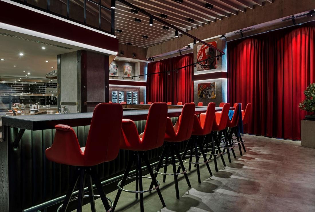 Egyedi étteremszínház, modern világítási megoldásokkal – Rumour étterem by Rácz Jenő